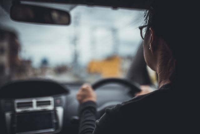 株式会社ジャストライト浪岡 智がお送りする「運転時の眼鏡使用」についてのイメージ画像